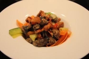 Zdjęcie główne #145 - Tagliatelle marchewkowo-cukiniowe z marynowanym ślimakiem na ostro