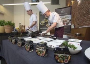 """Zdjęcie główne #173 - Gotowanie ślimaków w Restauracji """"Dom Królów"""""""