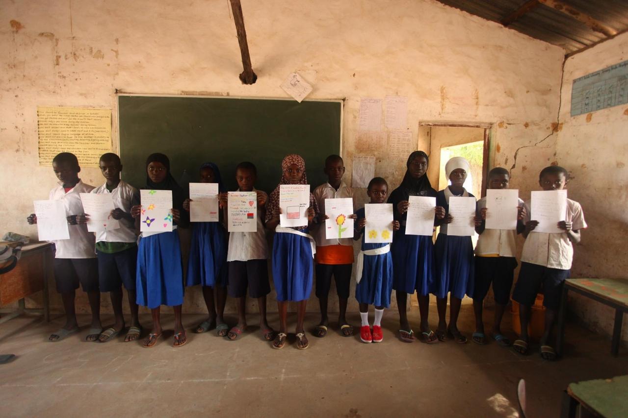 Zdjęcie główne #182 - Ta niezwykła historia wydarzyła się naprawdę. Prezenty i listy trafiły do dzieci w Gambii
